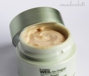 Mega-Bright Eye Cream Closeup